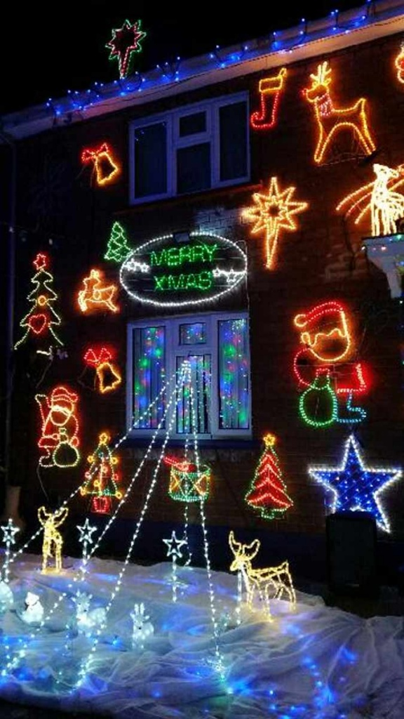 Christmas lights in Ruthven Road. Picture by Gail Bevan.