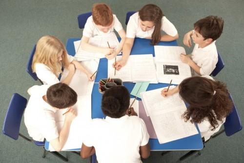 500_schoolchildrenarounddeskworking